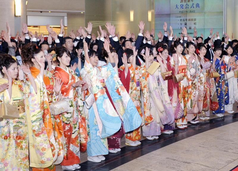 日本職場對女性仍有許多不合理的「潛規則」。圖為東京證交所新年開市。(東方IC)