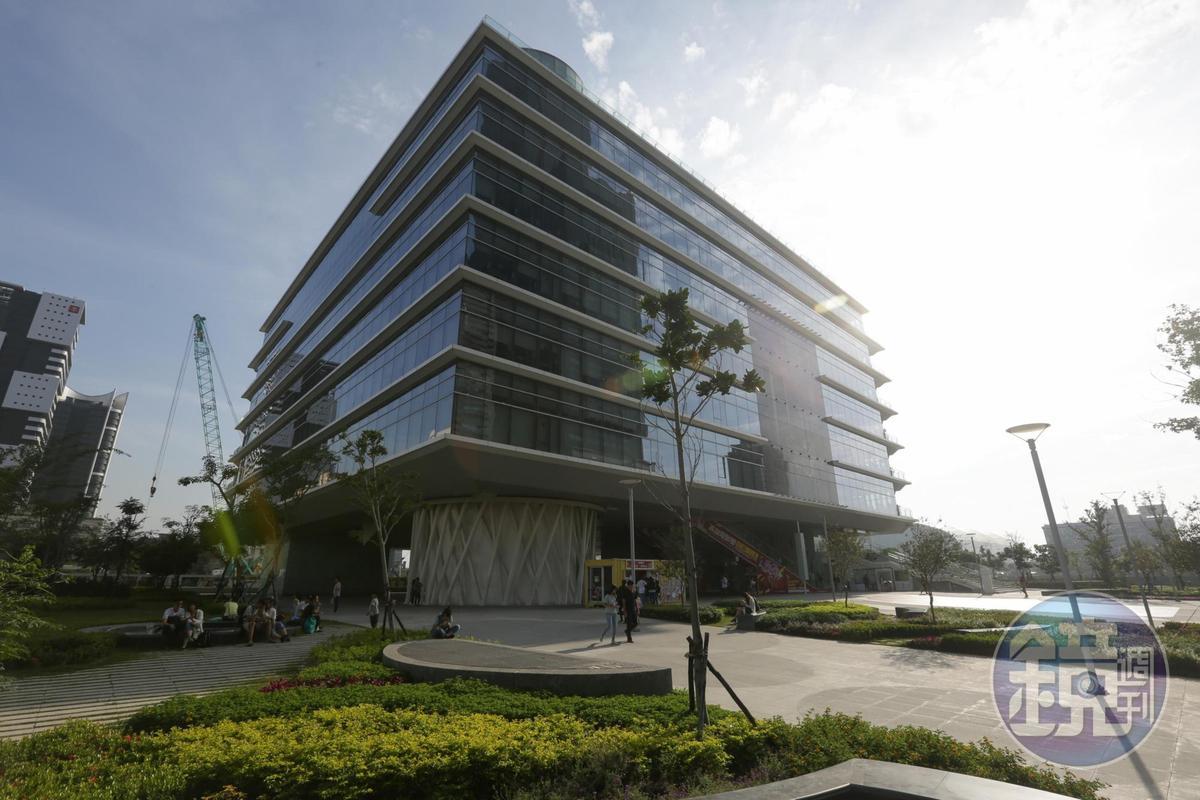 高雄電影節主要活動場地之一的高雄市立圖書館。
