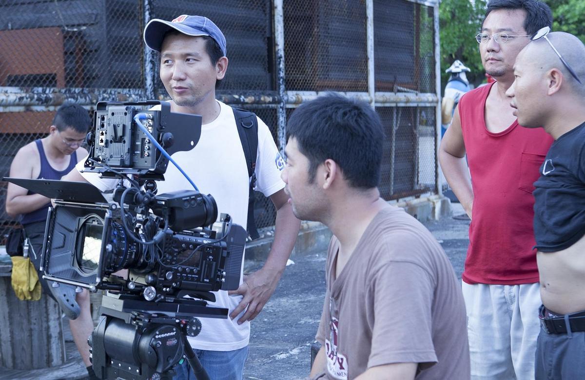 導演趙德胤(左)以實驗手法拍攝短片《海上皇宮》,入選2013年高雄拍。(高雄市電影館提供)