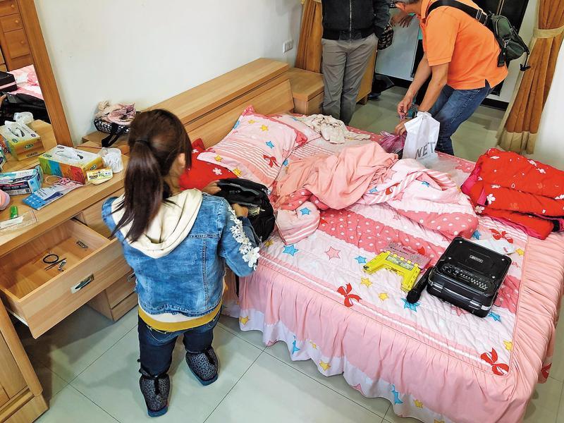 馮女幼年因意外而失去小腿,雖同為身障者,卻對其他殘疾團員極為苛刻。
