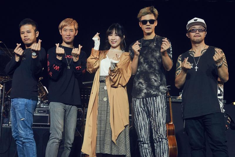 「金曲組合」張三李四首場售票演唱會,找來欣賞已久的鄧福如合唱新歌〈愛你我不魯〉。