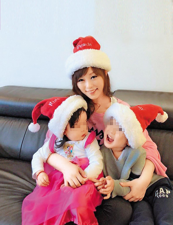 小蜜桃跟中國富商李慎言結婚多年,育有1子1女,家庭幸福。(翻攝自小蜜桃臉書)
