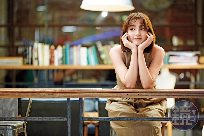 謝雨芝被《大學生了沒》相中,因而出道,她最近簽到TVBS旗下,不僅上《食尚玩家》通告,也演出《酸甜之味》,綜藝戲劇雙棲並行。