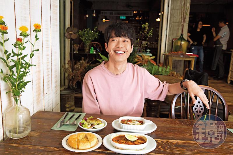 大馬歌手張棟樑曾經在台灣居住多年,這次為了宣傳新專輯返台,特地到以前東區租屋處的餐廳感受回憶。