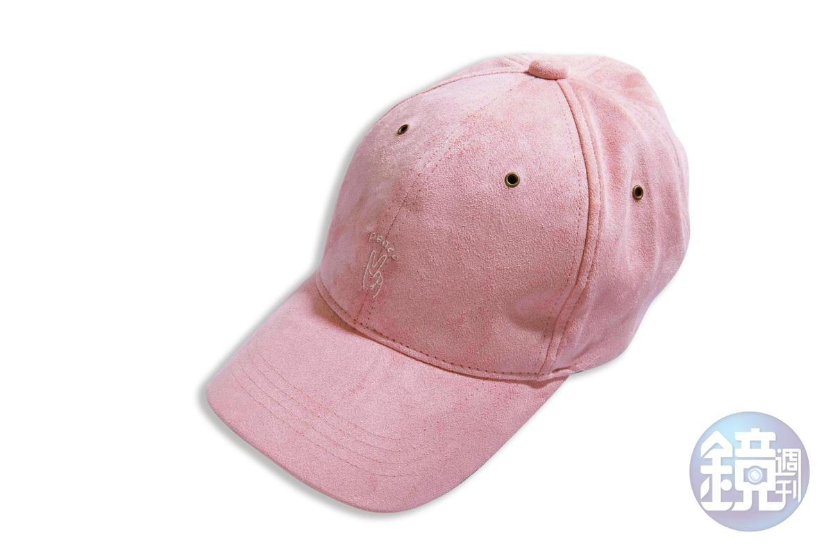 日本買的粉色棒球帽,約NT$600。