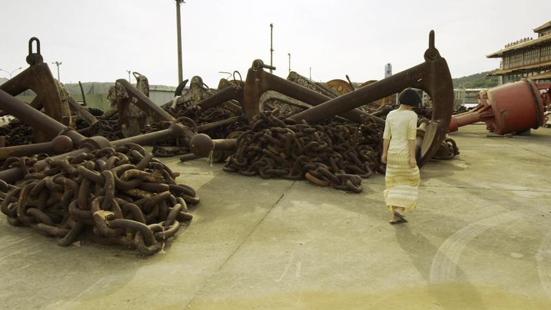 吳可熙主演的短片《海上皇宮》以在高雄港閒置十多年的「海上皇宮」海上餐廳為主景。(岸上影像提供)