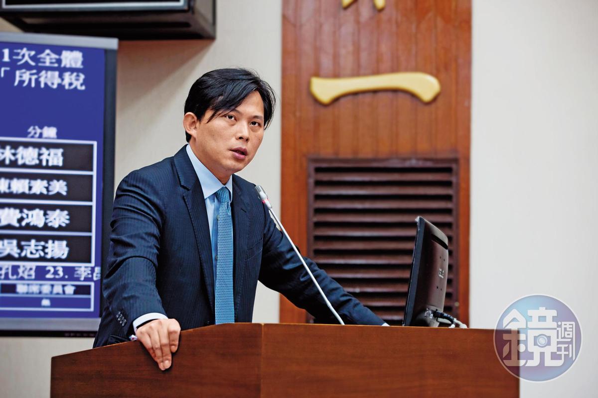 立委黃國昌指法院審理胡景彬案動作慢,質疑有人護航假釋。