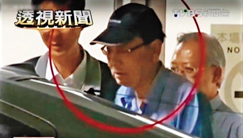 前法官胡景彬曾投資地下錢莊遭停職,復職後2013年因收賄遭收押。(翻攝自TVBS)