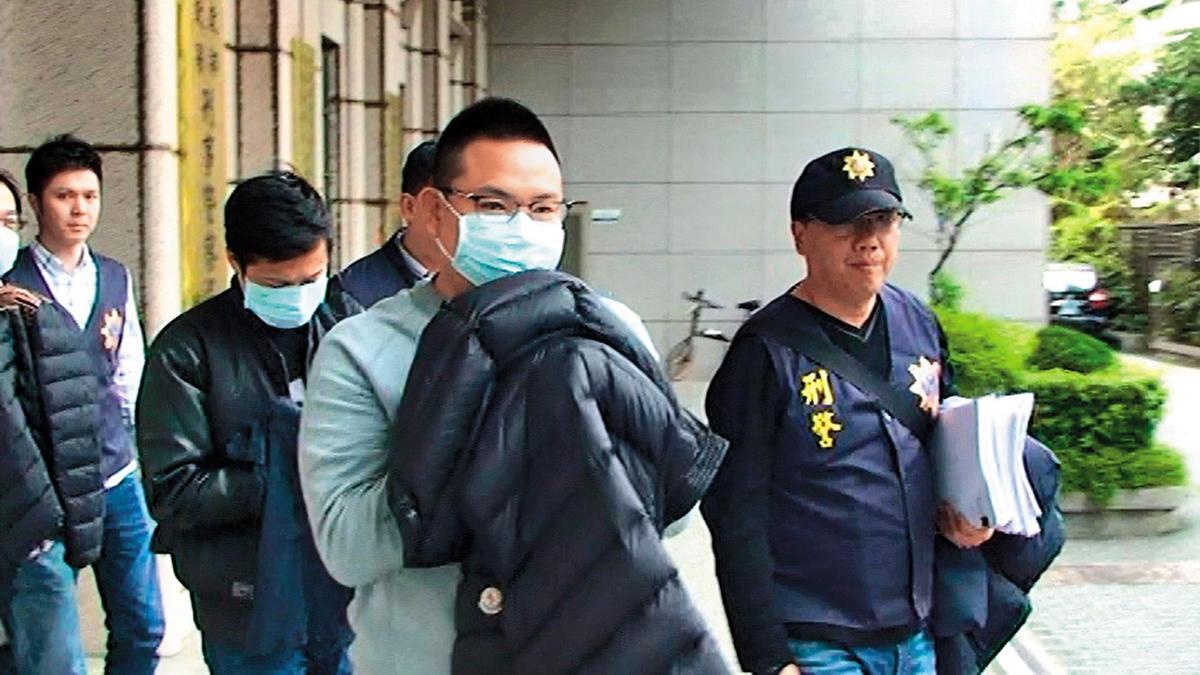 莊嫌等人因洗錢遭刑事局逮捕,卻意外被搜出走私黃金用的物品。(警方提供)