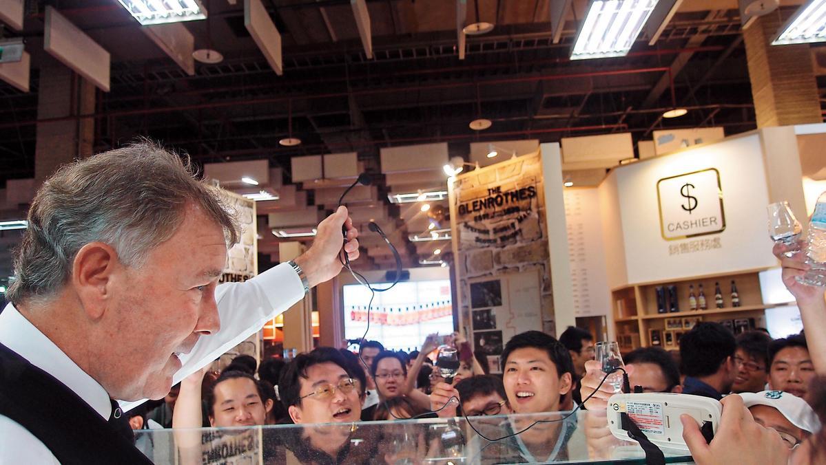 詹麥文2013年參與Whisky Live Taipei盛況,在舞台上展現神級魅力,帶動酒友氣氛,至今令人難忘。