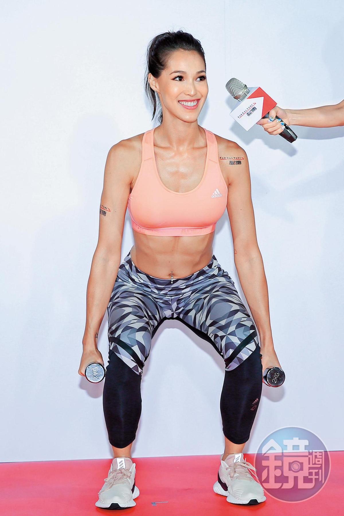 Akemi靠著跟錦榮在健身房進進進出獲得不少版面,也得到出席活動撈錢的機會。