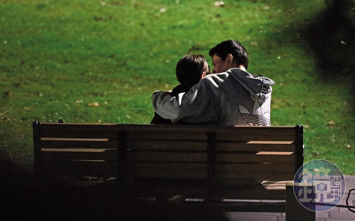3/25 19:20 林柏叡跟王淨的約會方式非常經濟,選的是公園的長凳。