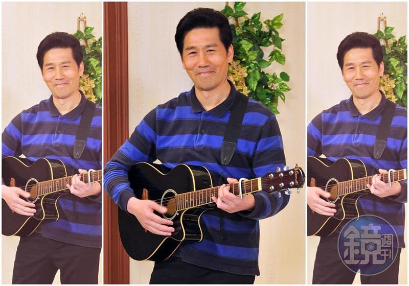 羅時豐小指受傷,無法彈好吉他,讓他很難過。(台視提供)