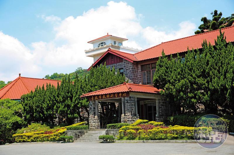 黃姓公務員去年才調至位在陽明山的台北市教師研習中心(圖),卻經常在上班時間瀏覽情色網站打手槍、看NBA或打電玩。
