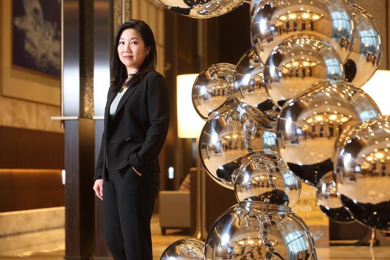 六福皇宮是集團執行長莊豐如進入集團的第一個代表作品,對於年底將吹熄燈號,她誓言將尋求其他開發機會,再讓這個品牌重出江湖。