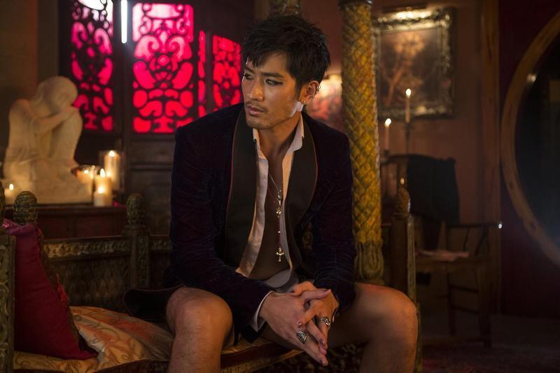 高以翔曾赴好萊塢拍攝《天使聖物:骸骨之城》,片中的妖媚男扮相令人印象深刻。(翻攝自網路)