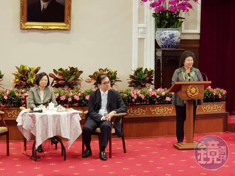 蔡英文今上午宣布總統府祕書長由高雄市長出任,陳菊說自己從「黨外小妹」到如成成為府祕書長,就是要協助蔡總統改革成功。