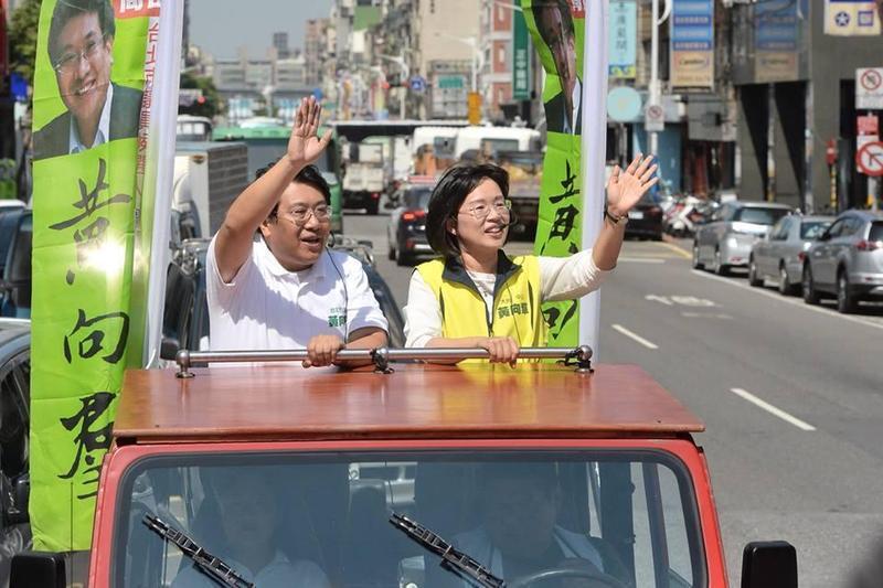 民進黨現任台北市議員黃向羣(左)在議員初選中落敗。(翻攝黃向羣臉書)