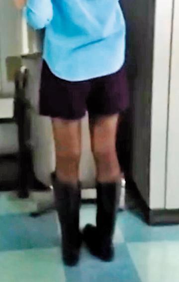 黃姓公務員在市府內見到正妹美腿,竟尾隨在後,一路從辦公室跟到走廊偷錄養眼畫面。(為保護被害人,圖片已變色處理)