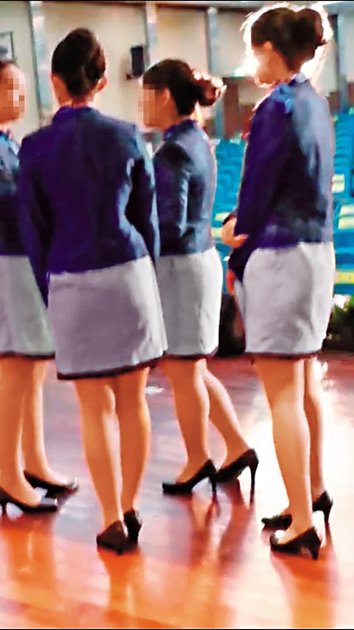黃姓公務員見一群穿著短裙的正妹現身,立刻又偷錄美腿畫面珍藏。(為保護被害人,圖片已變色處理)