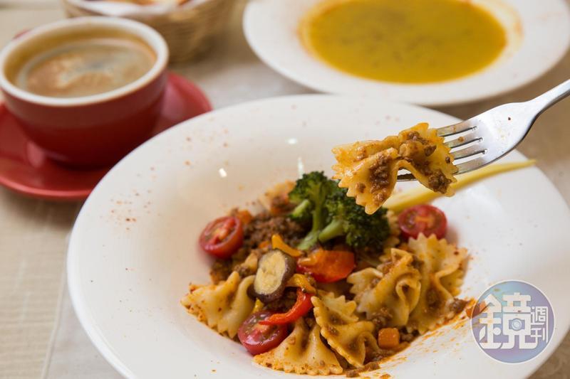 法式肉醬麵是法魔坊的招牌套餐之一。(380元/套)