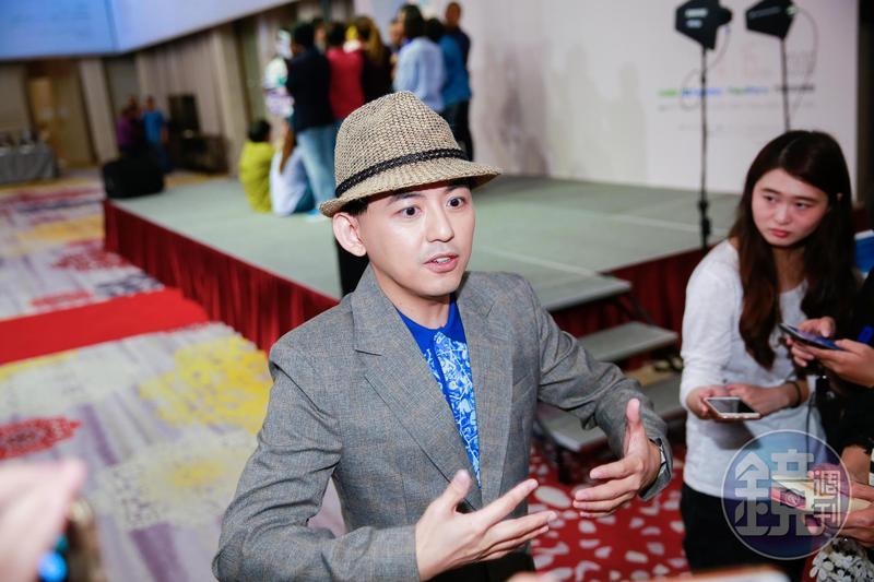 11日黃子佼主持辛曉琪演唱會的記者會,卻因為孟耿如急診,形成台上台下各自受訪的情景。