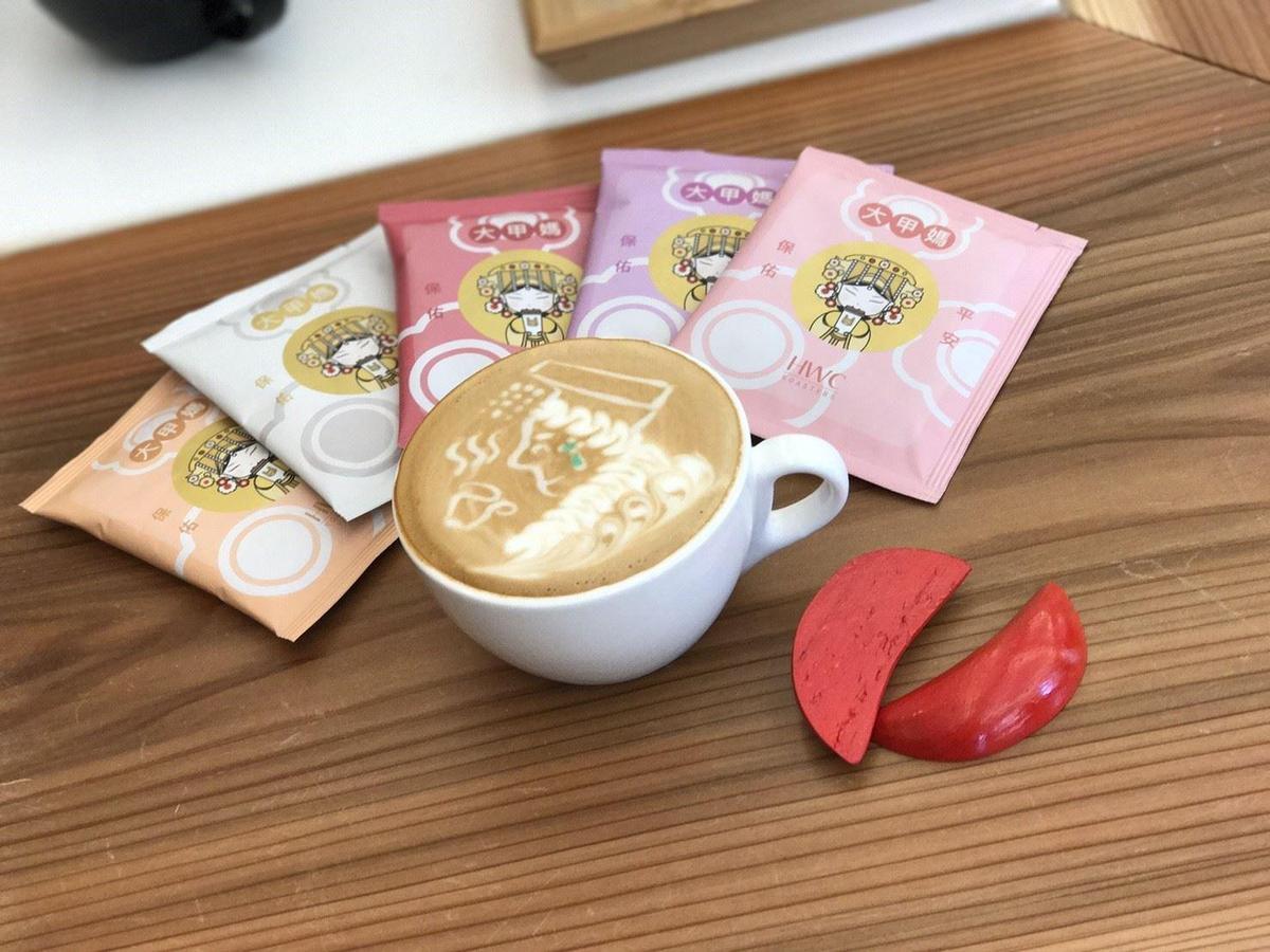 「黑沃咖啡」推出媽祖拉花拿鐵、咖啡包。(翻攝自黑沃咖啡臉書。)