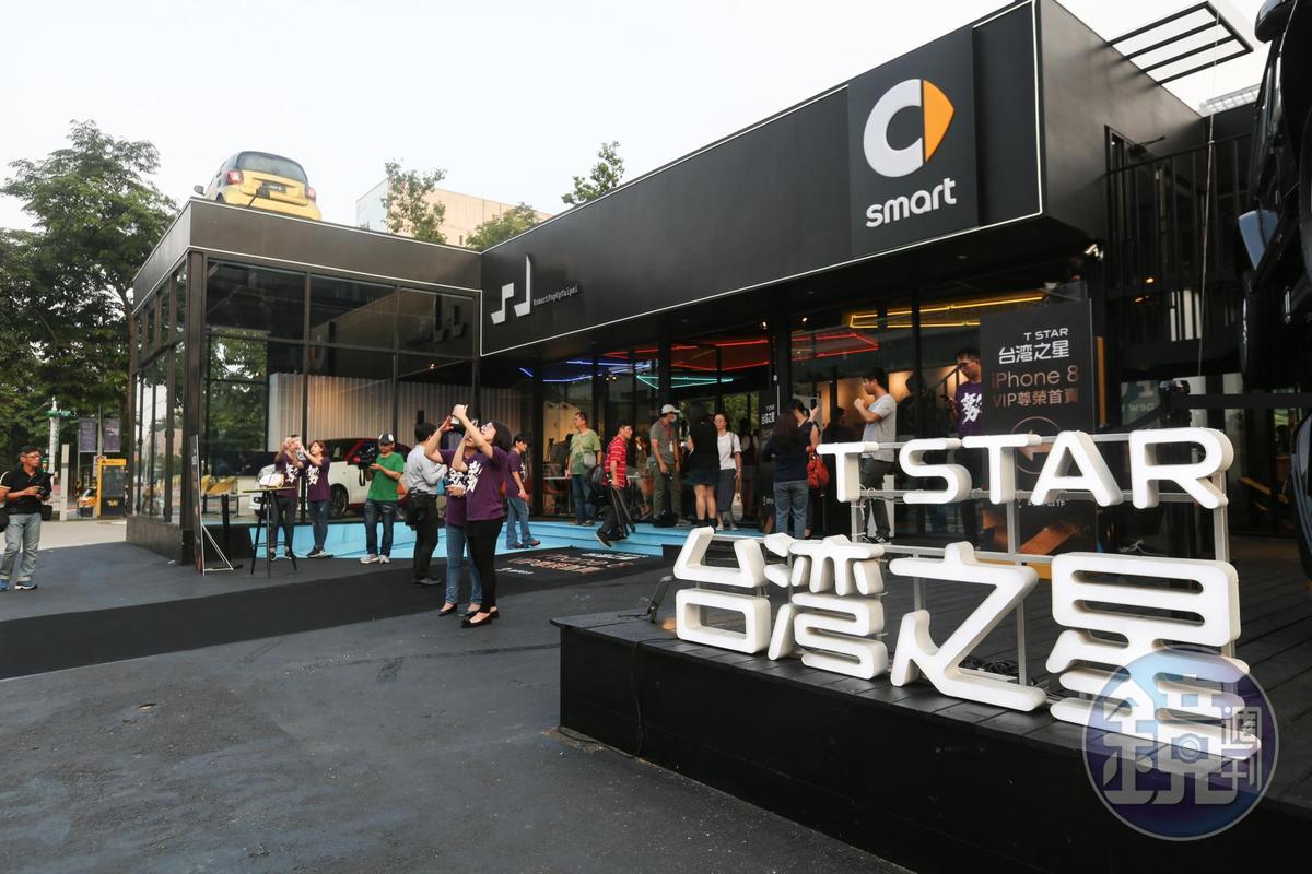 「台灣之星」中部門市提供免費茶水,及免費手機清潔、保養、充電服務。