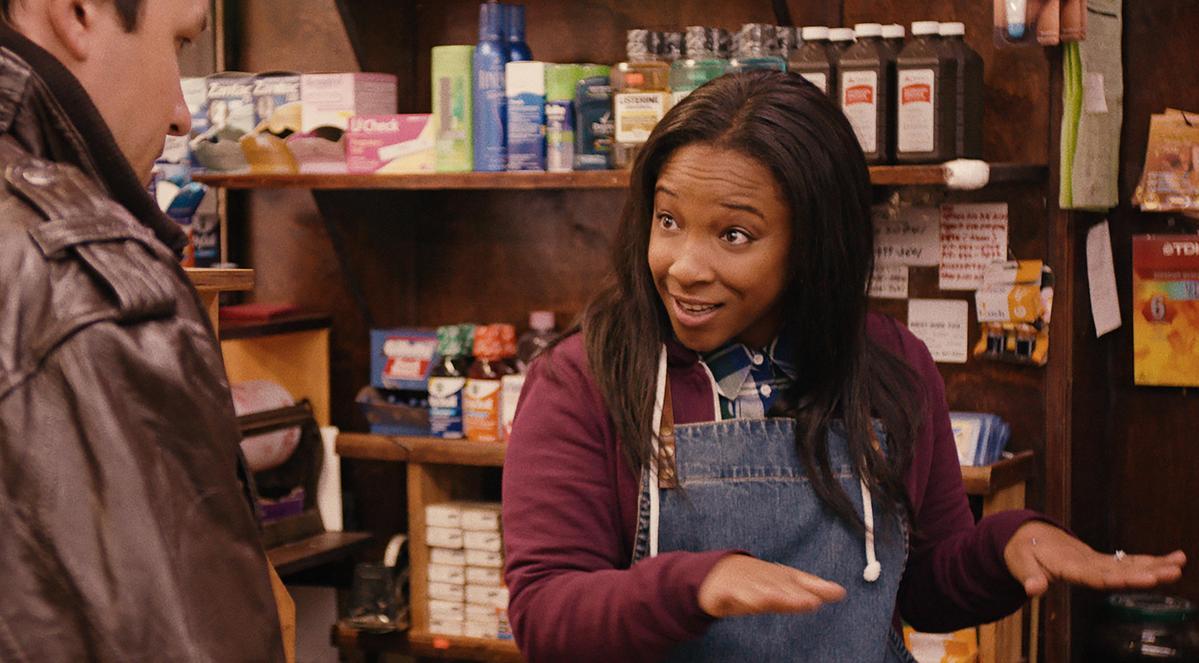 第5集「紐約,我愛你」,當鏡頭交代劇中人去購物,結帳的店員恰好是失聰人士,整齣劇就進入了無聲模式,讓觀眾體驗失聰人士的日常感受。(Netlfix提供)