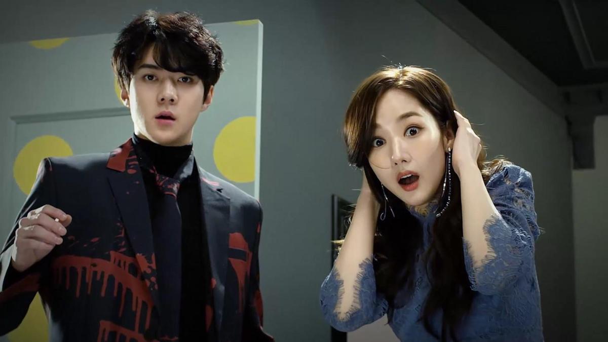 Exo成員世勳(左)和朴敏英露出誇張的驚訝表情,讓觀眾十分好奇。(韓國Netflix提供)
