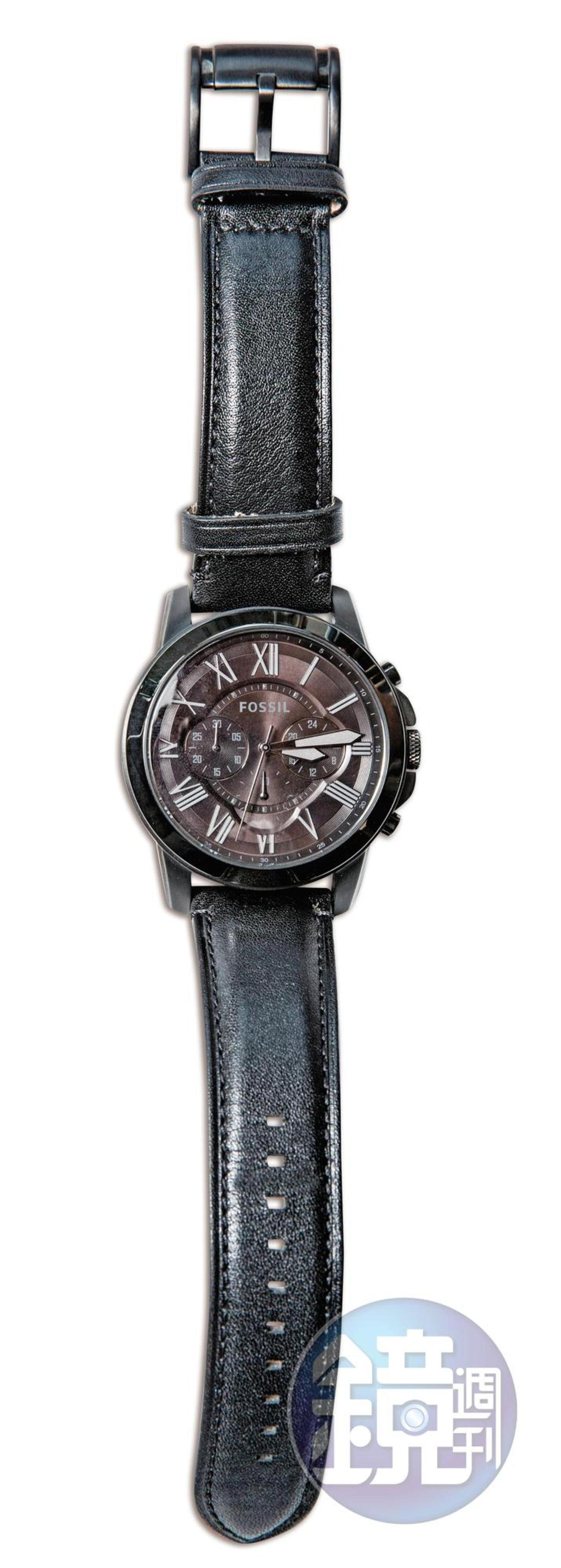 FOSSIL手錶,是跟爸爸借來戴的,不知道價錢。