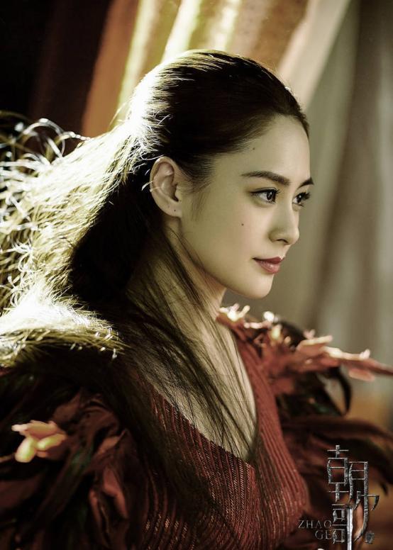 阿嬌在《朝歌》裡演出女配角,其古裝造型連她自己都很滿意。