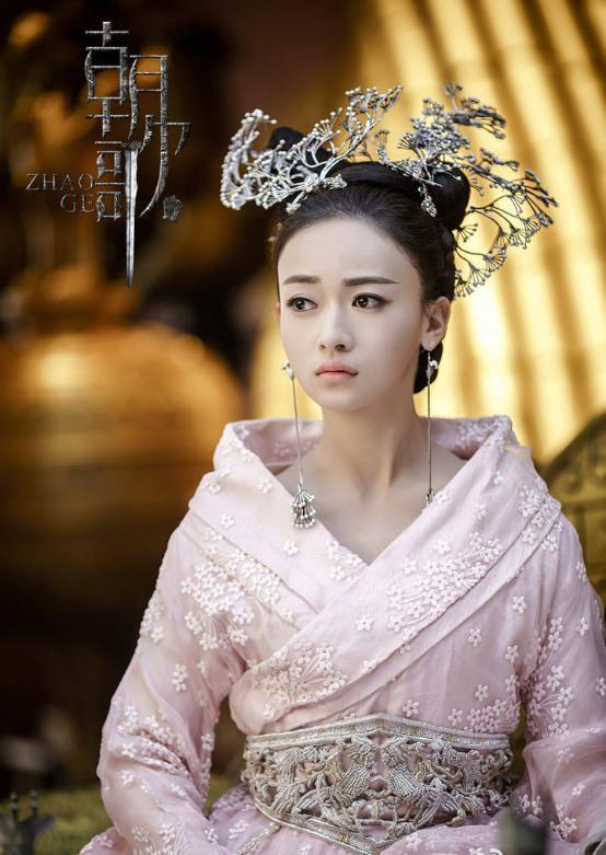 新人演員吳謹言沒什麼名氣,卻能在《朝歌》裡演出女主角。
