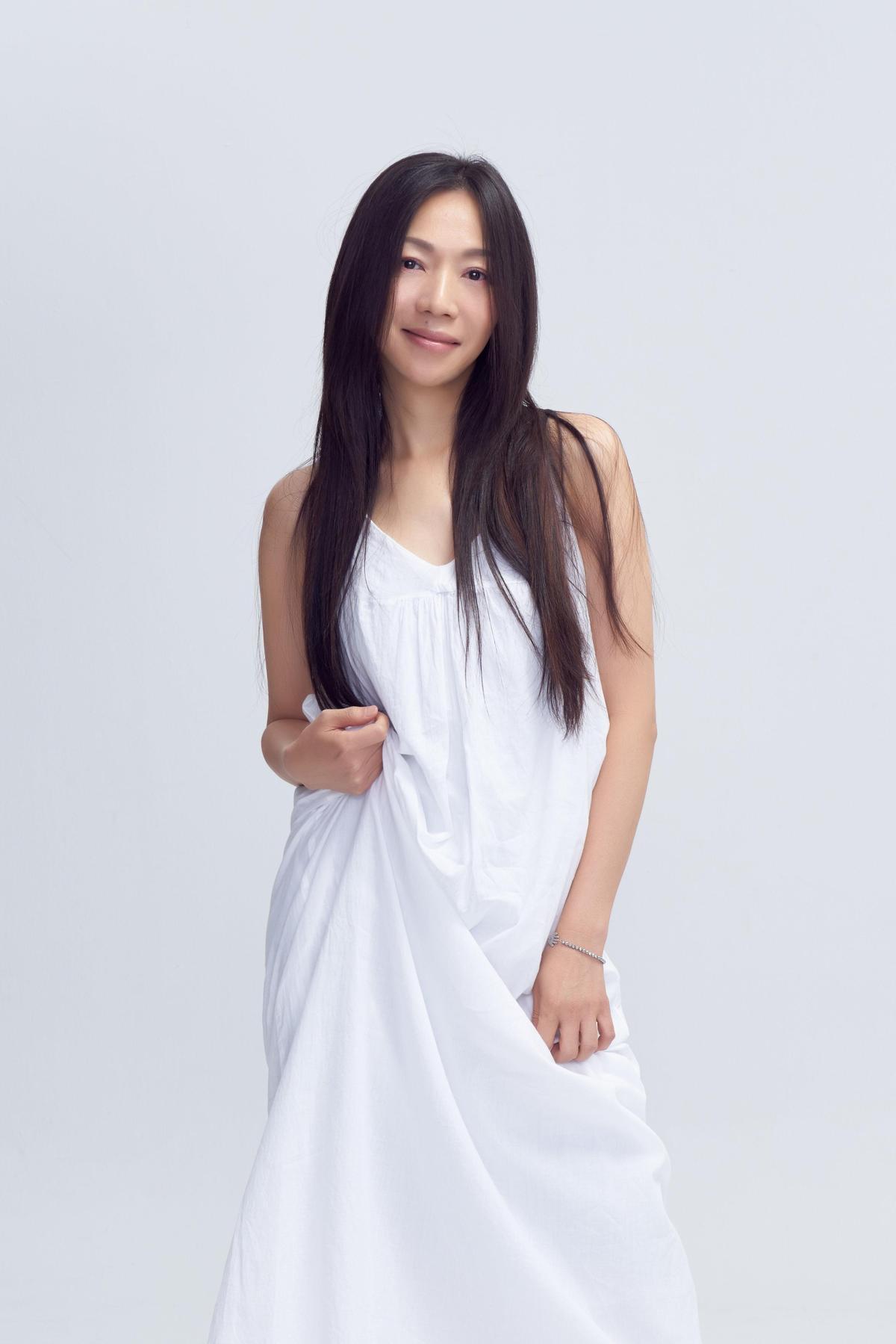 出道27年的文青女神始祖萬芳,14日將首次站上台北小巨蛋舉辦個人演唱會。(聯成娛樂提供)