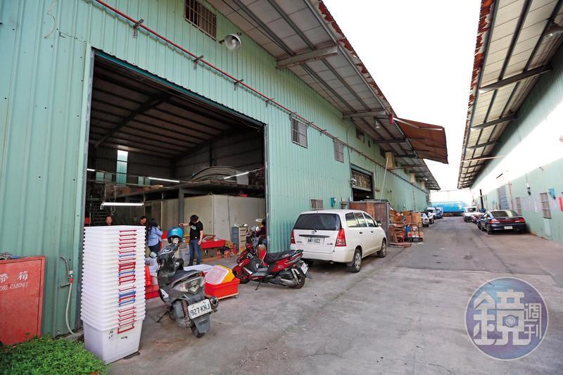「白龍專業養殖場」位於泰山,乍看之下與一般工廠沒有差別,但廠內卻培育了百萬隻小生命。
