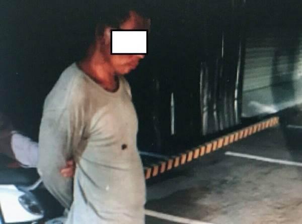 警方逮捕揪毒友團購的陳嫌,當時他在車內講電話,渾然不知警方包抄。(警方提供)