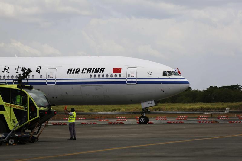 中國國際航空由長沙飛往北京的CA1350班機今驚傳遭劫機,傳有乘客以鋼筆挾持空服員。(東方IC)
