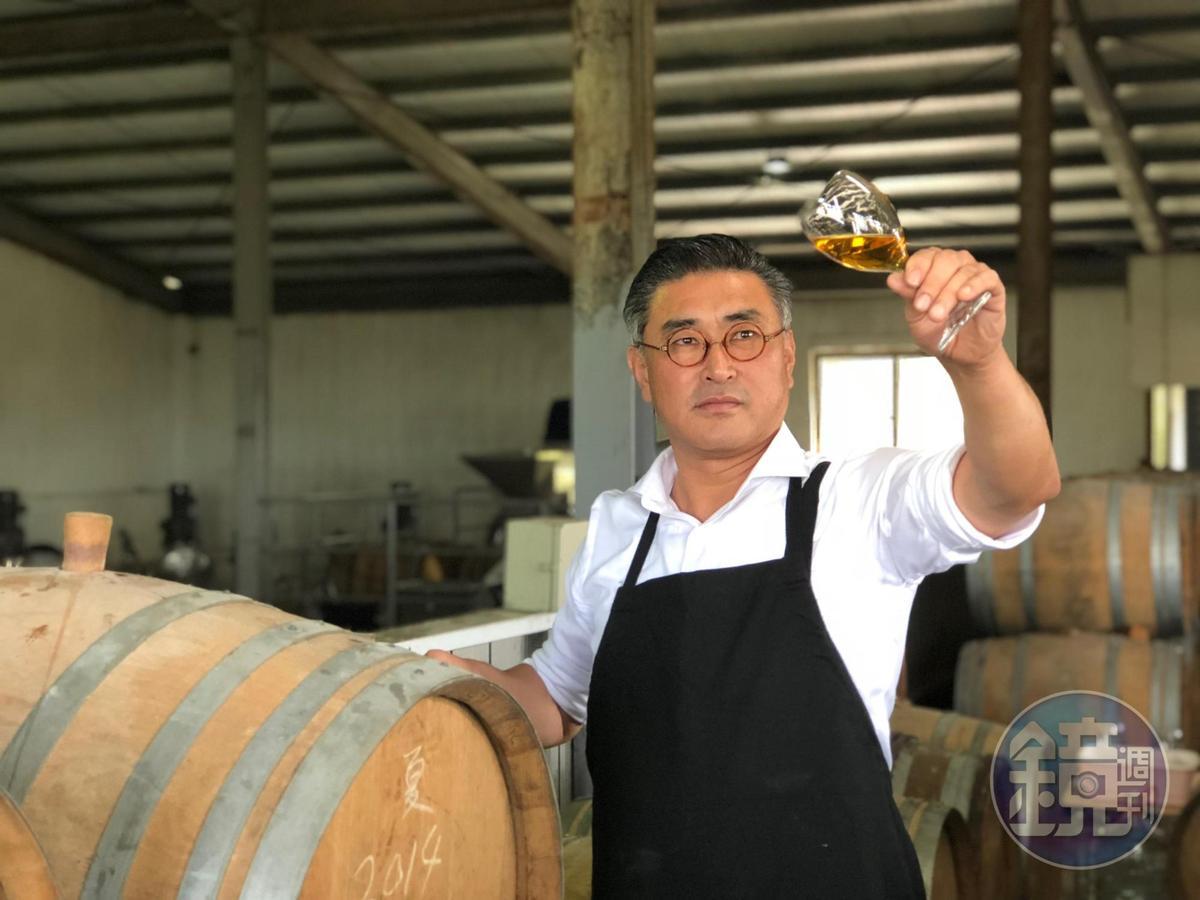 釀酒師陳千浩參考馬德拉酒的釀酒方式釀製埔桃酒,獲獎無數。