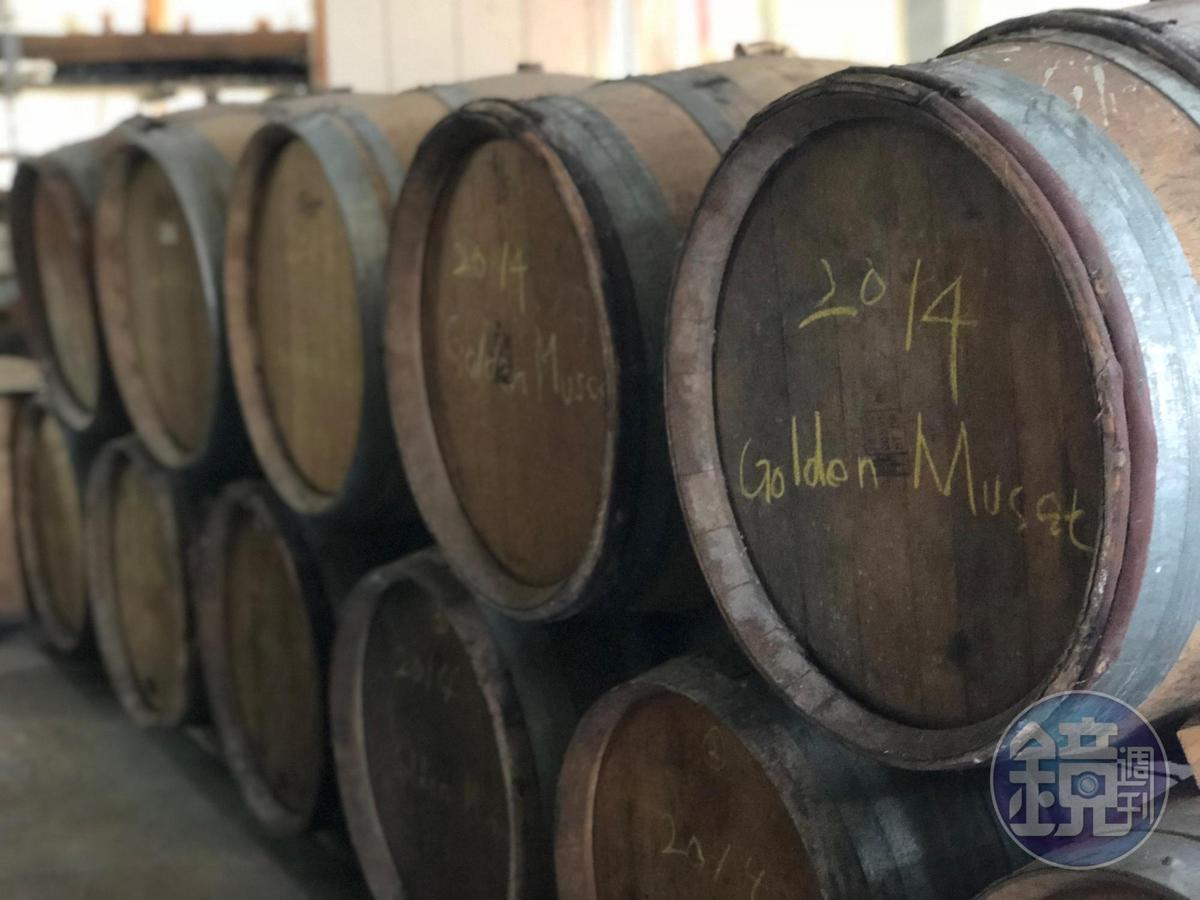 埔桃酒的的原料是金香葡萄(Golden Muscatel)。