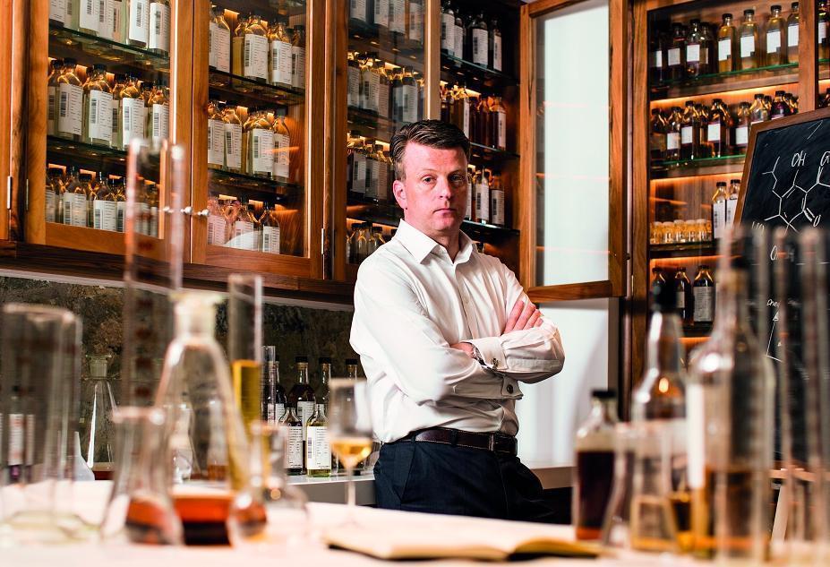 格蘭菲迪首席調酒師Brian Kinsman,對過桶2年的埔桃酒桶威士忌十分驚豔。(格蘭菲迪提供)