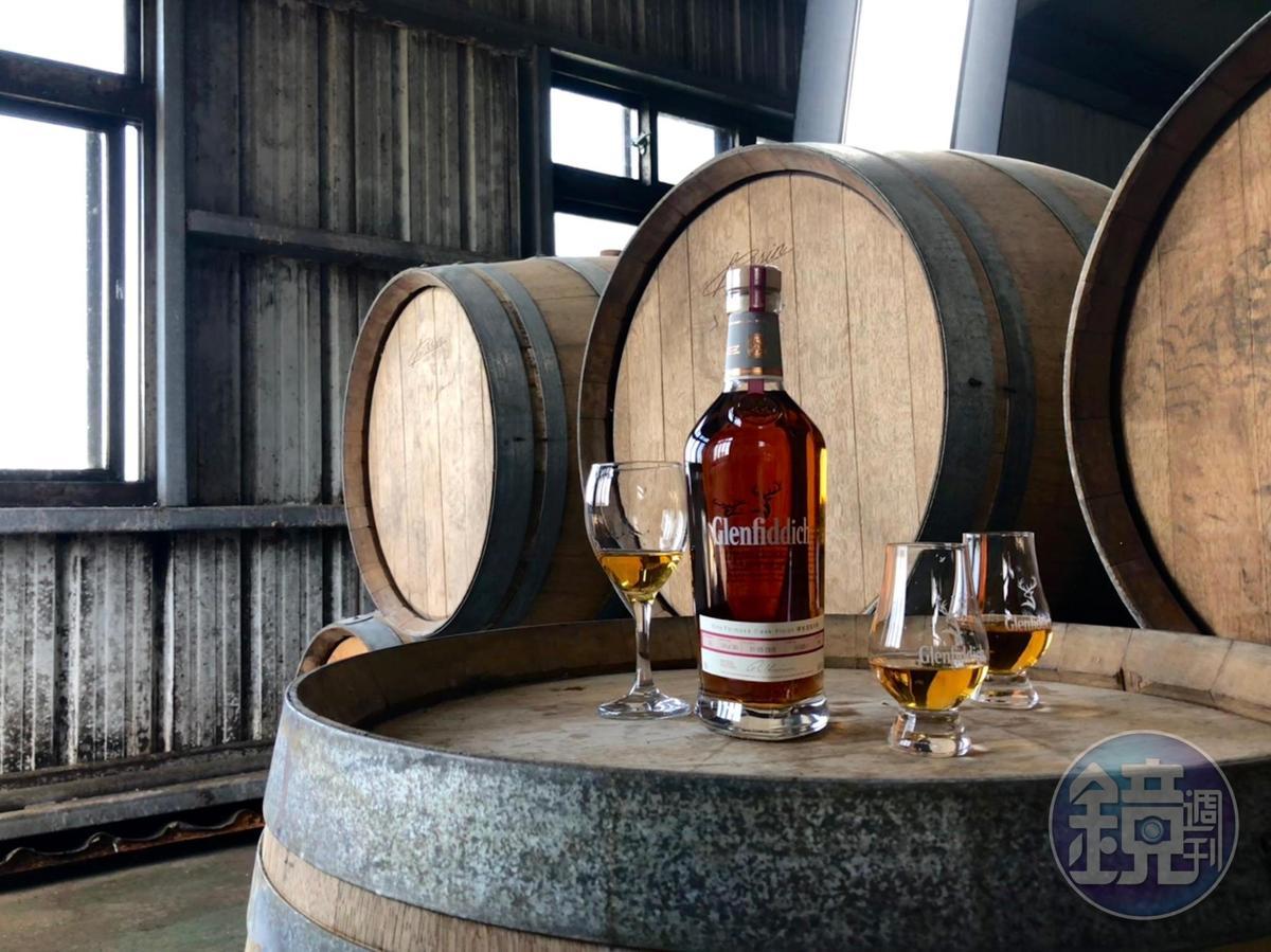 格蘭菲迪「台灣精神」埔桃酒風味桶單一麥芽威士忌限量300瓶。