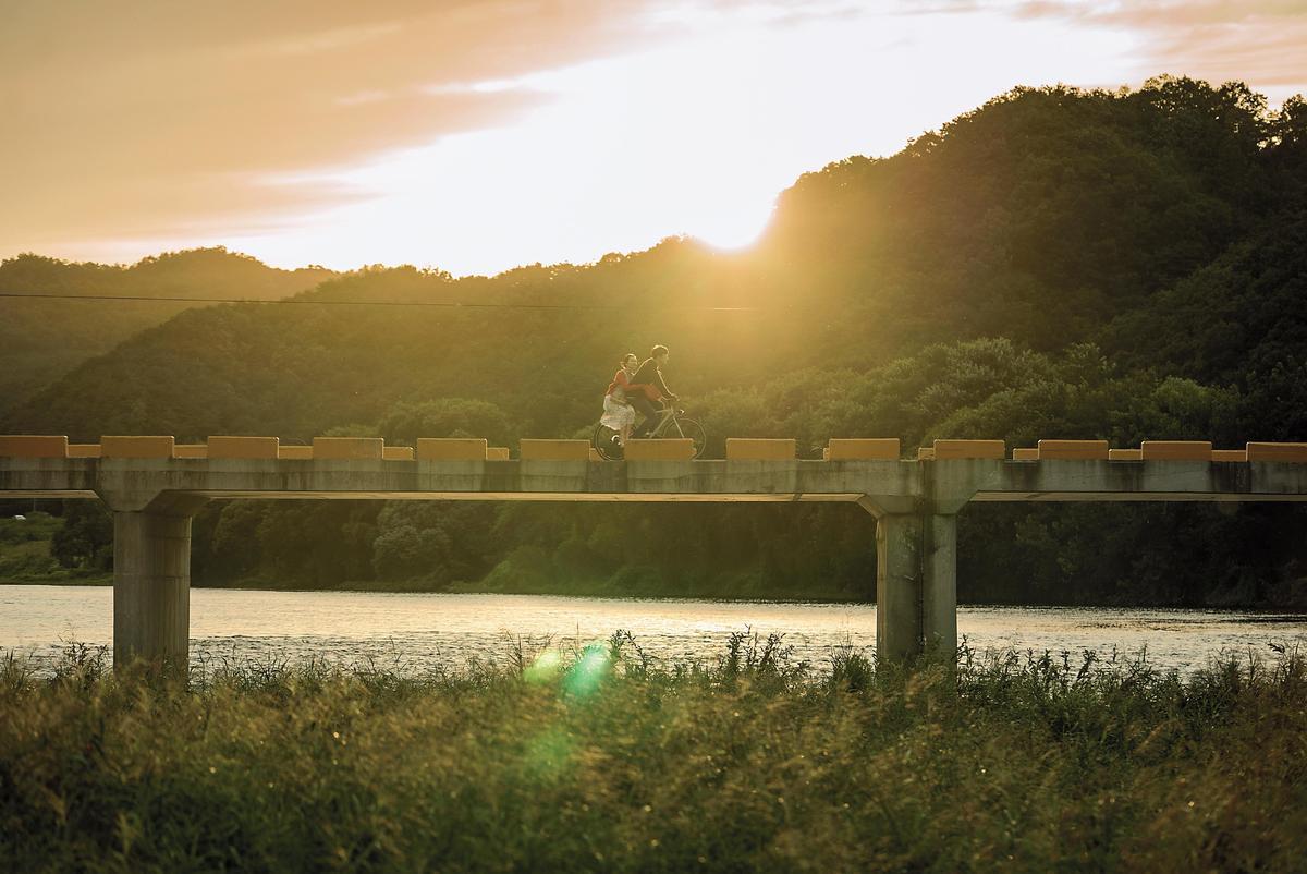 為讓觀眾欣賞大自然美景,電影運用了不少大全景或遠景鏡頭拍攝。(樂天娛樂提供)