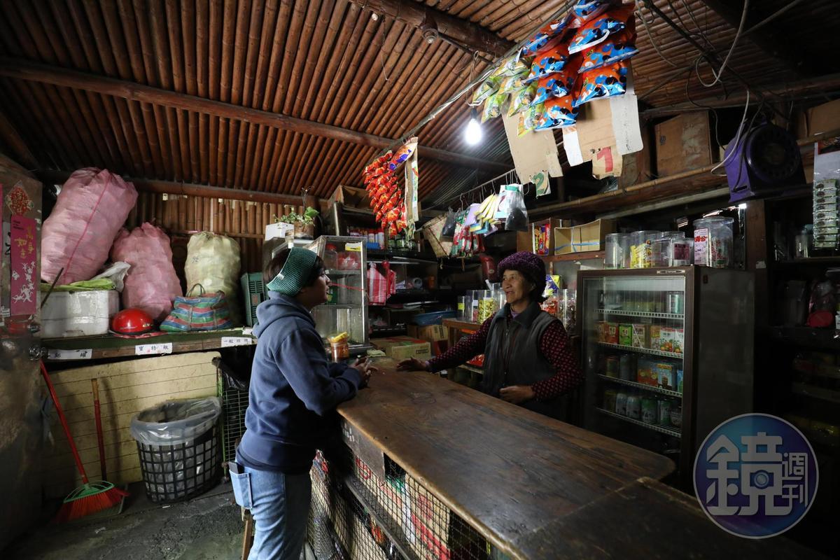 雜貨店內也可以看見傳統泰雅族竹屋的結構。