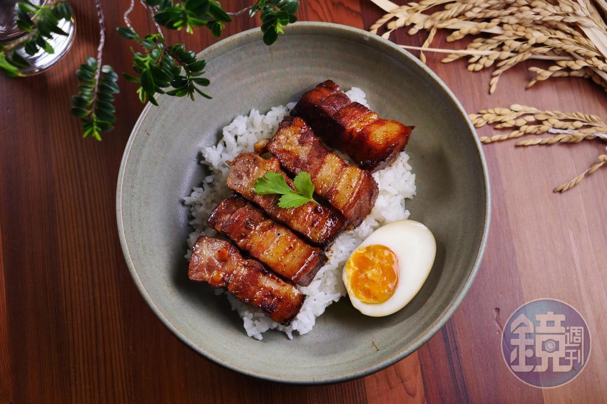 吃一口微焦香的「懷舊小封肉」,再扒一口雪福米飯,開胃極了。(360元/份)