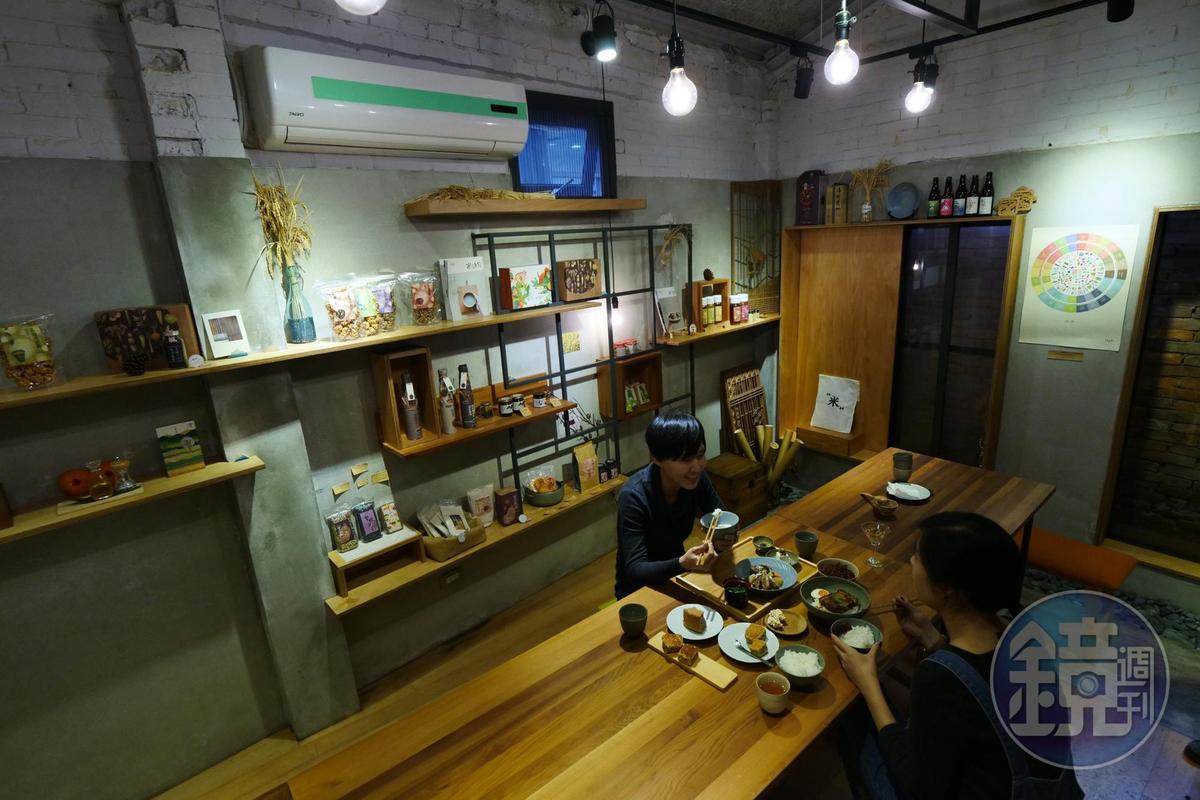 「泔米食堂」售有各類小農食品,是友善食材的餐廳。