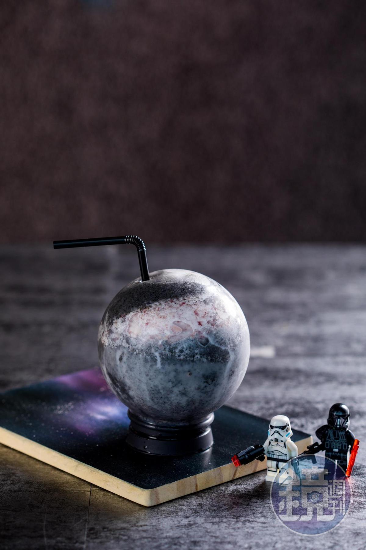 「星際死星」視覺很神秘,喝起來層次也很豐富。(250元/杯)