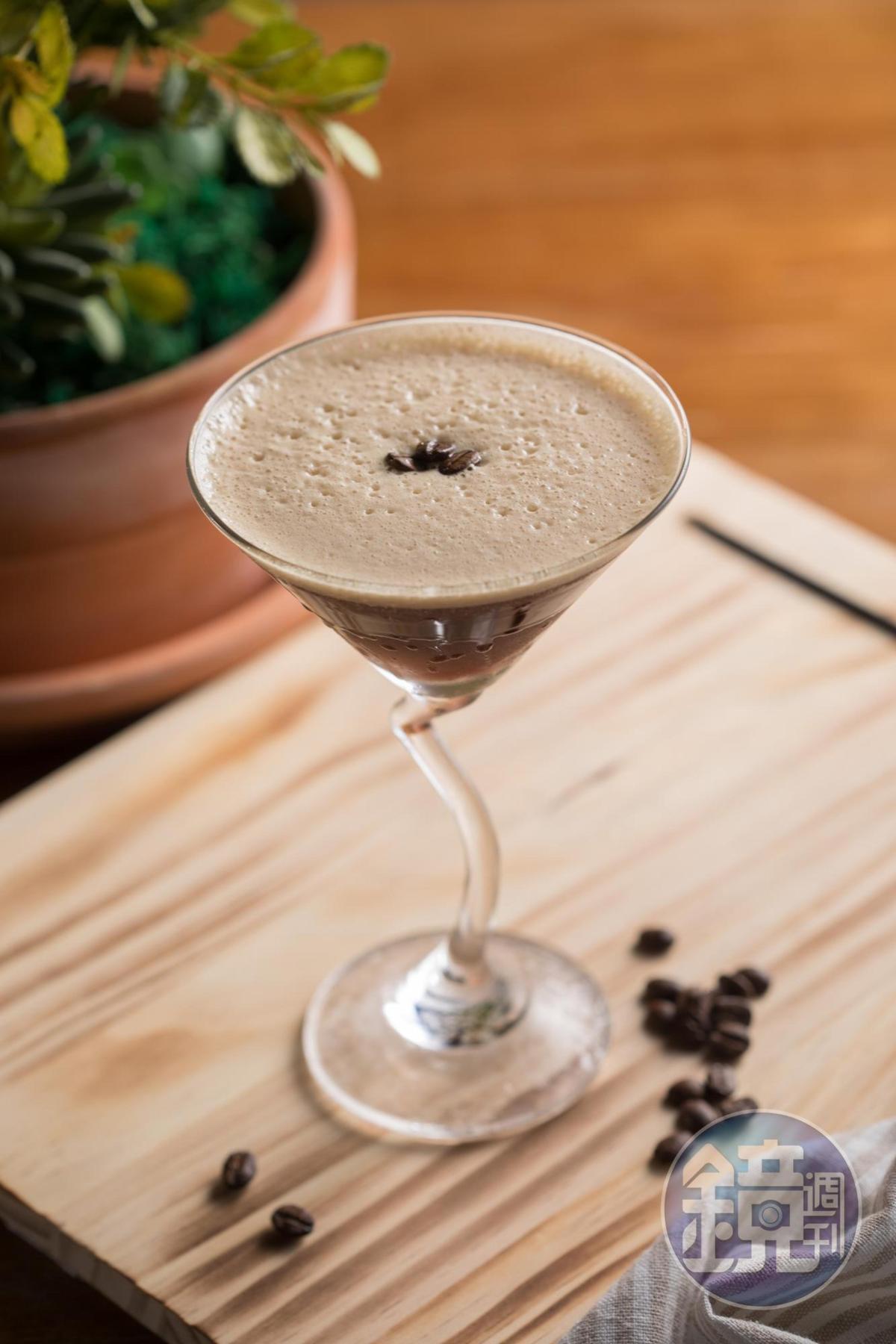 嫌粉紅泡泡太多想醒腦,不妨來杯伏特加調espresso的「馬丁拿鐵」。(280元/杯)