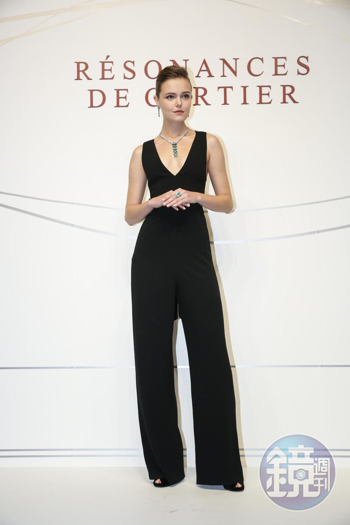Cartier頂級珠寶展記者會,有model展示極具美感、無可比擬的工藝創作。