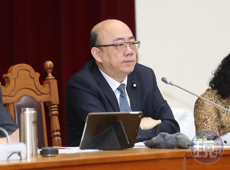 財委會召委郭正亮表示,黨團協商所提出的文件就是由司法院提供,並朝司法院建議修正方向立法。