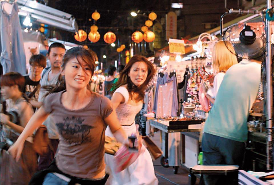 陳鈺杰執導、朱芷瑩(左)與周姮吟主演的《小偷》曾獲金馬獎最佳短片。(陳鈺杰提供)
